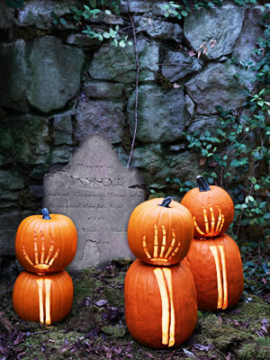 pumpkinideas skeletonarms mdn Cool Halloween Pumpkins