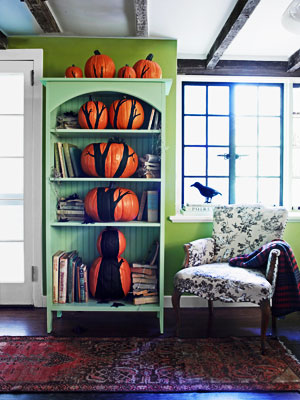 pumpkinideas treeinshelf mdn Cool Halloween Pumpkins